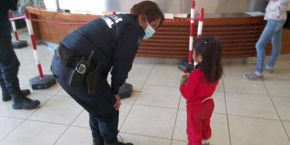 Resguardan a niña de 4 años extraviada en la Nazario Ortiz