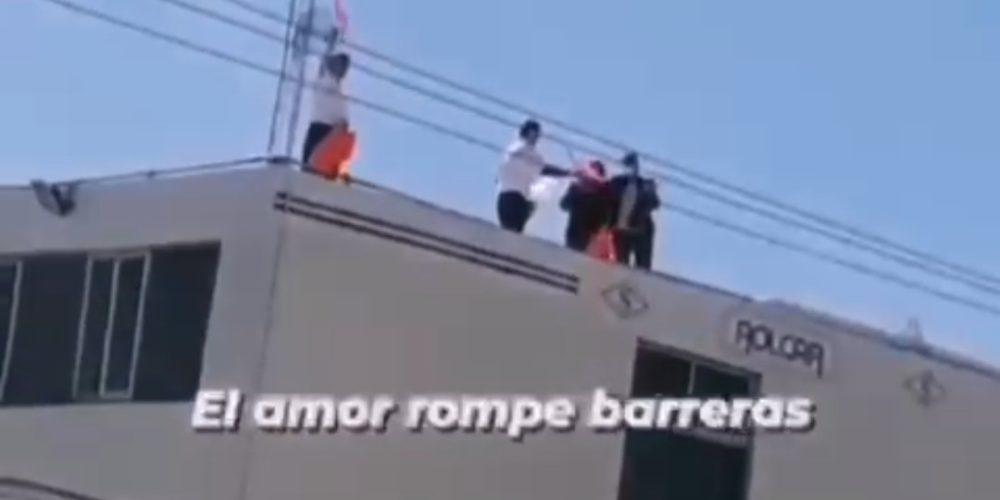 """""""Mamá, te queremos"""": Familia anima desde azotea a familiar internada en hospital privado de Aguascalientes"""
