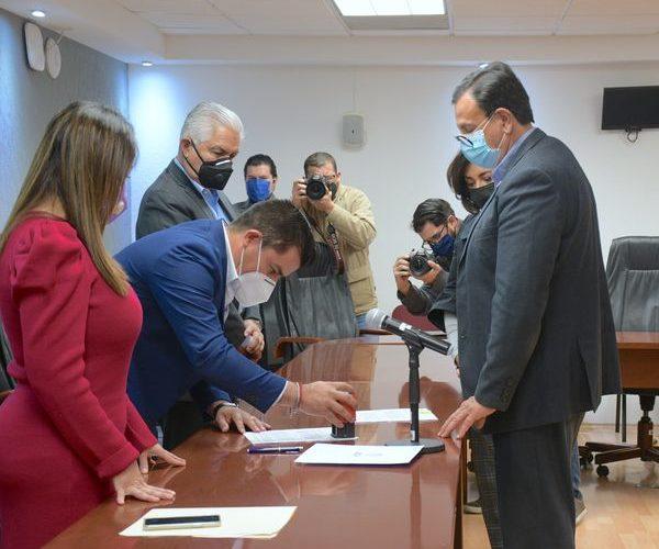 Diputados reciben iniciativa para crear la Secretaría de la Familia