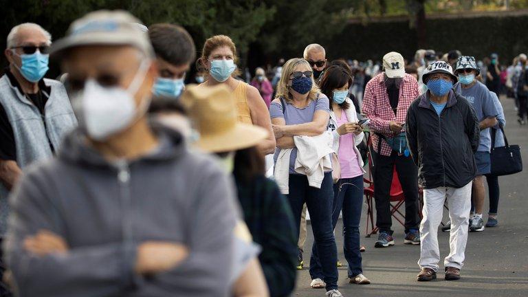 Piden suspender aplicación de vacunas en California por reacciones alérgicas