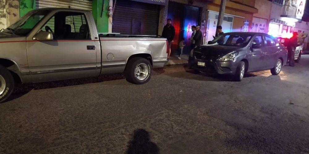 Conductor daña varios vehículos estacionados en la colonia San Pablo