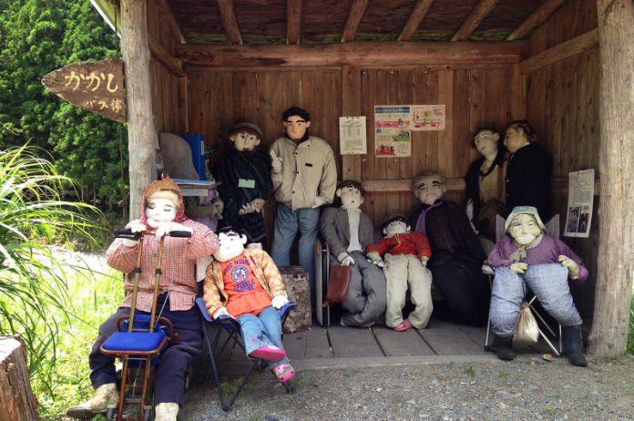 Pueblo de Japón reemplaza a los muertos con muñecos de tamaño natural