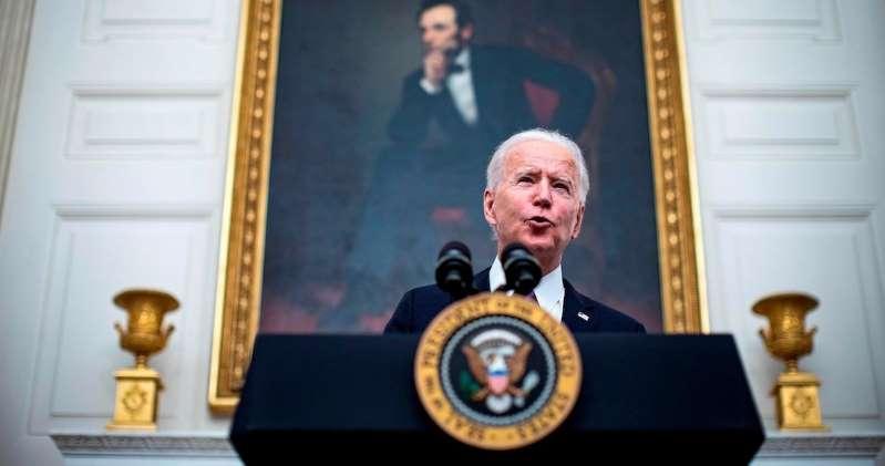 Biden impone prueba COVID previa y cuarentena de 14 días a viajeros internacionales