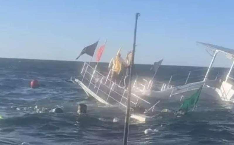 Barco se hunde con 60 turistas en Puerto Vallarta
