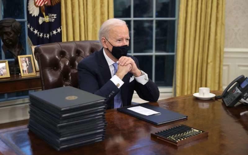 Biden elimina botón con el que Trump pedía Coca Light  y hacía bromas en su despacho
