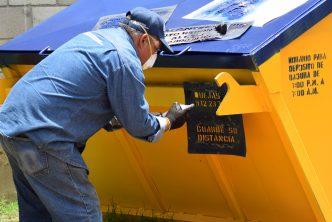 Municipio pide a la población hacer un buen uso de los contenedores de basura