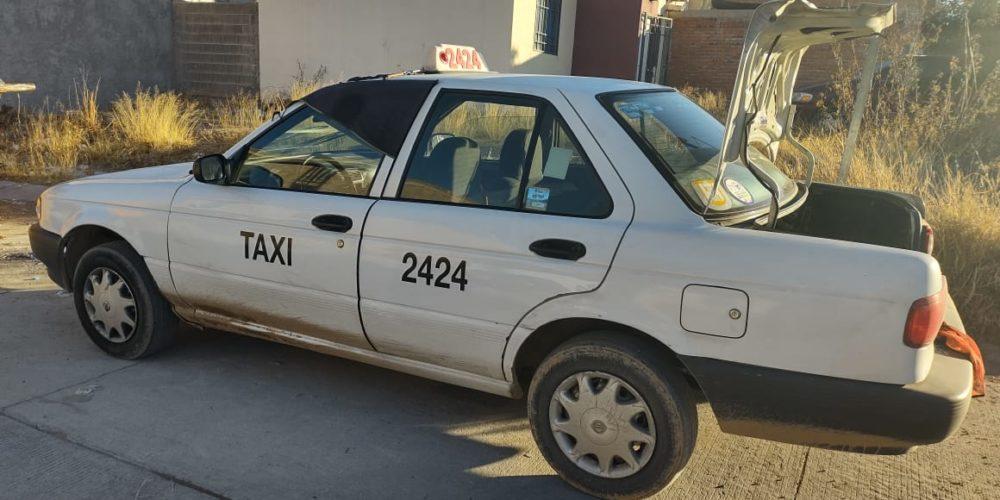 Localizan taxi robado en Villas del Río; su conductor agoniza