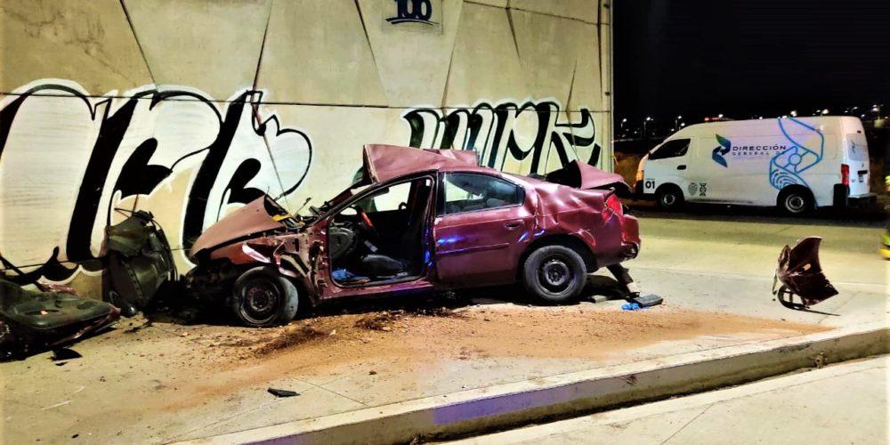 Veloz conductor murió al estrellarse en el Distribuidor Vial de la 45 norte