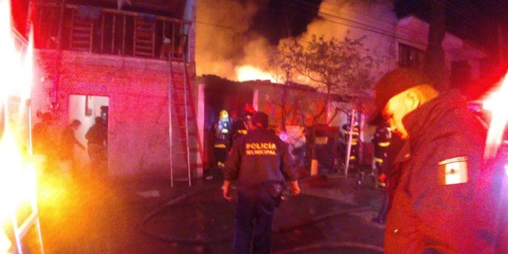 4 muertos, 2 de ellos niños deja incendio al parecer intencional en Aguascalientes