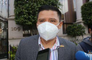 PAN está politizando tema de vacunación, dice Guzmán