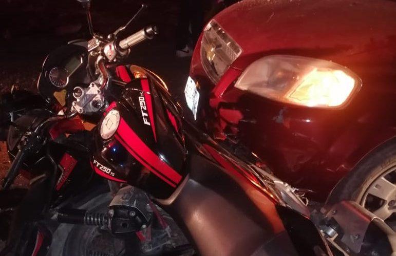3 resultan heridos tras choque entre motocicleta y un vehículo en Tepezalá