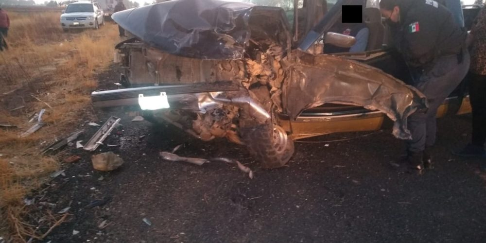 1 herido tras choque entre dos camionetas en Cosío