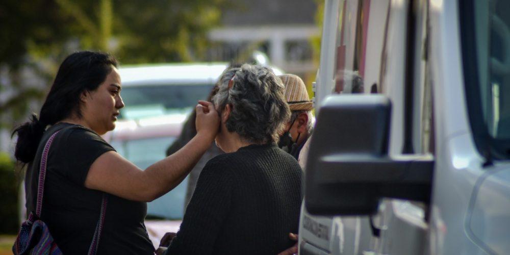 Rescatan a abuela y nieta de un incendio en domicilio de Las Flores