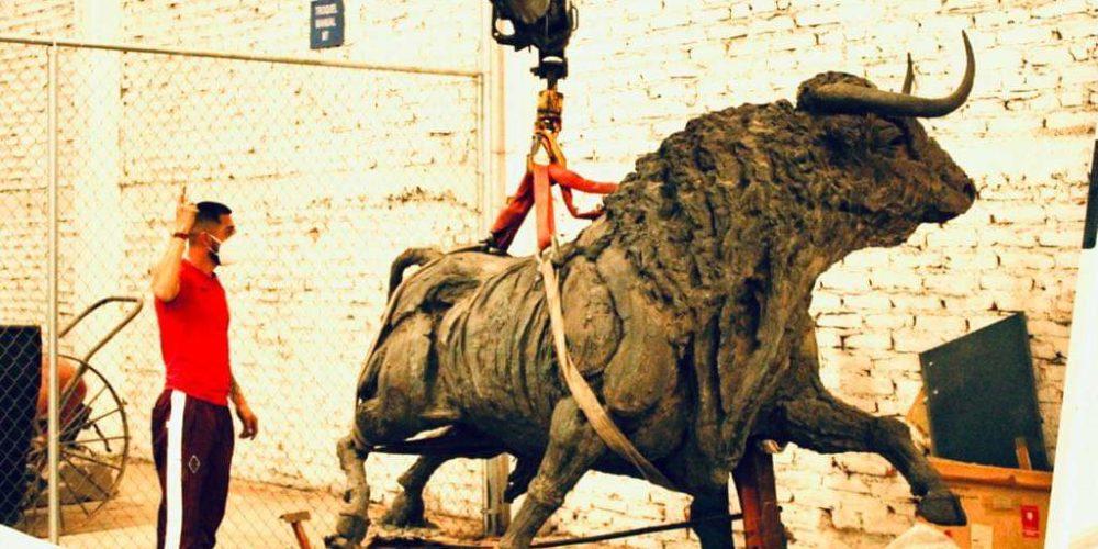 """A 10 meses de ser retiradas, no pueden acabar reparaciones de esculturas del """"Toro"""" y """"Caballo"""""""
