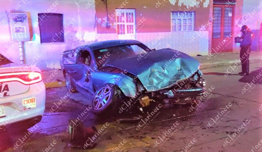 Borracho choca contra 2 vehículos en Zona Centro y sale herido