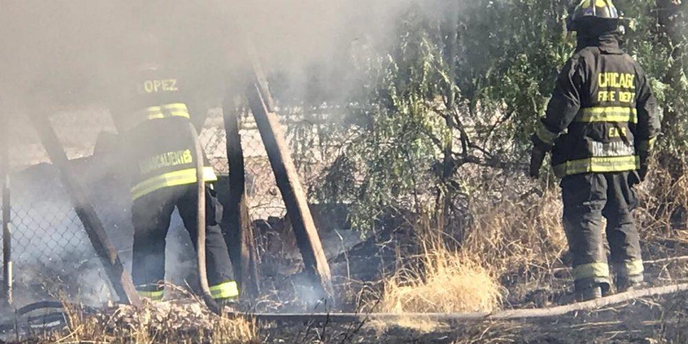 Bomberos sofocan incendio de pasto seco al sur de la capital
