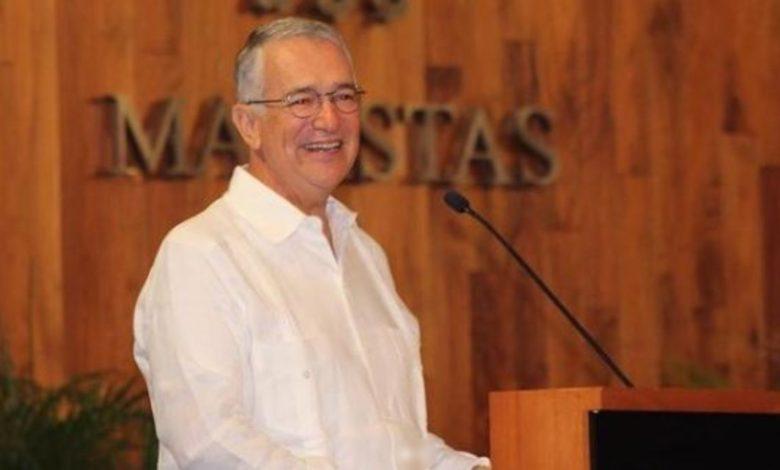 Magnate ofrece 5 mil pesos a quien le responda preguntas por Twitter