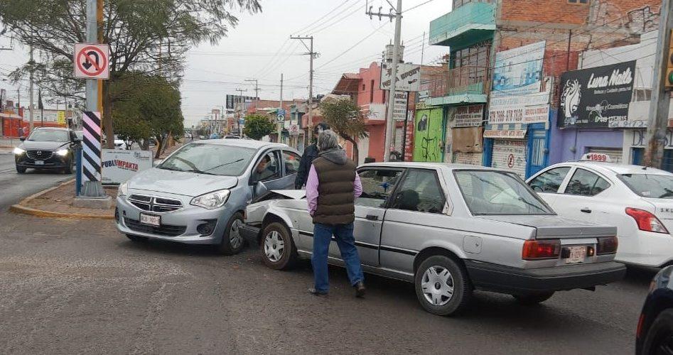 Choque en El Dorado dejó daños materiales