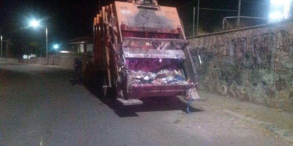 Por frío un migrante se metió a un contenedor de basura, se durmió y el camión de basura lo prensó