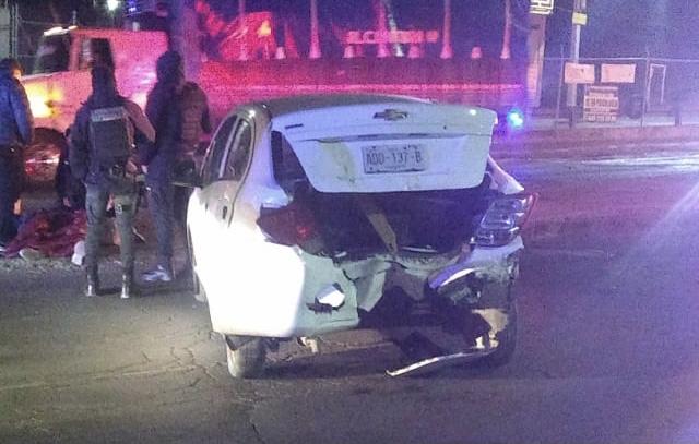 Golpeó con su vehículo a otro, dejó una mujer herida y abandonó la escena