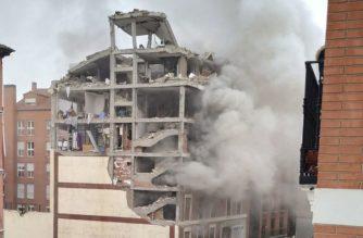 Fuerte explosión destroza edificio en el centro de Madrid