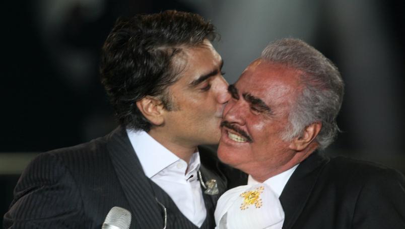 Alejandro y Vicente Fernández se habrían vacunado contra el covid usando sus influencias