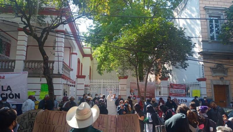 Militantes de Morena irrumpen en sede nacional; denuncian imposición de candidaturas en el partido