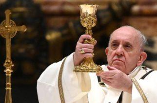 Papa Francisco autoriza que mujeres ayuden en el altar en misas