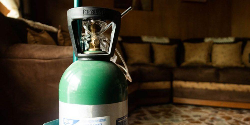 Estafan a pacientes de Covid con tanques de oxígeno en Aguascalientes