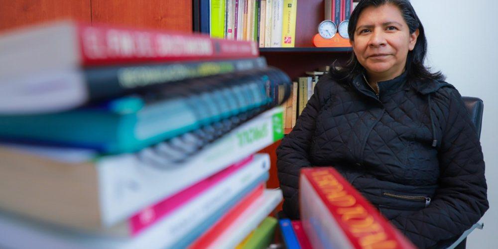 Catedrática de la UAA realiza estudio de la evolución del verbo Pesar