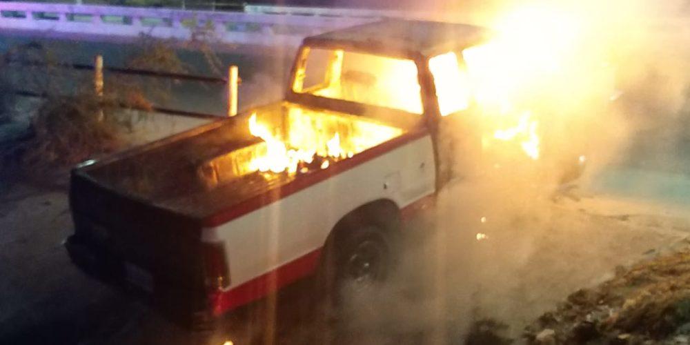 Localizan incendiada una  camioneta que horas antes había sido robada
