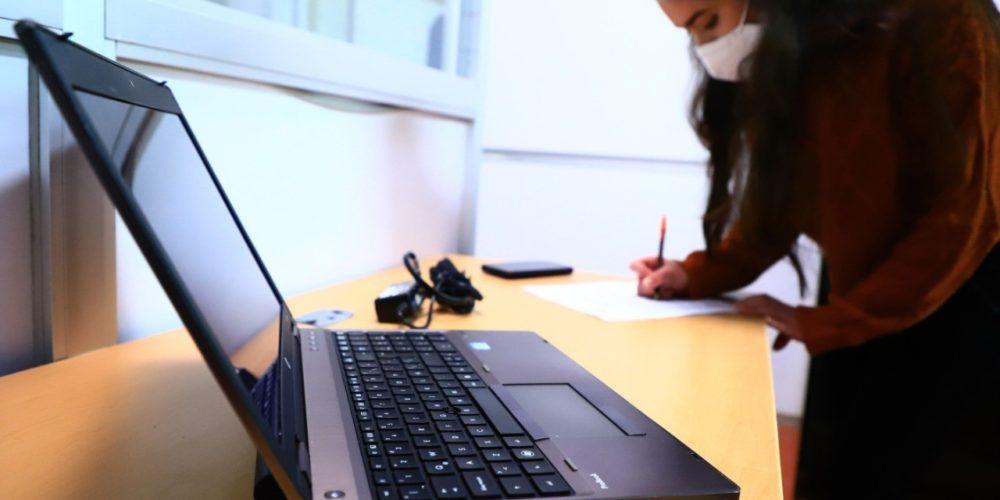 UAA apoya con préstamos de equipos de cómputo y datos de internet a estudiantes