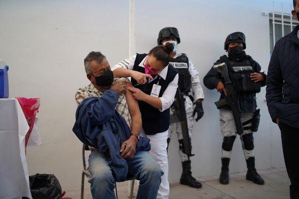 Casi 10% de adultos mayores dudan en aplicarse vacuna contra covid en Aguascalientes