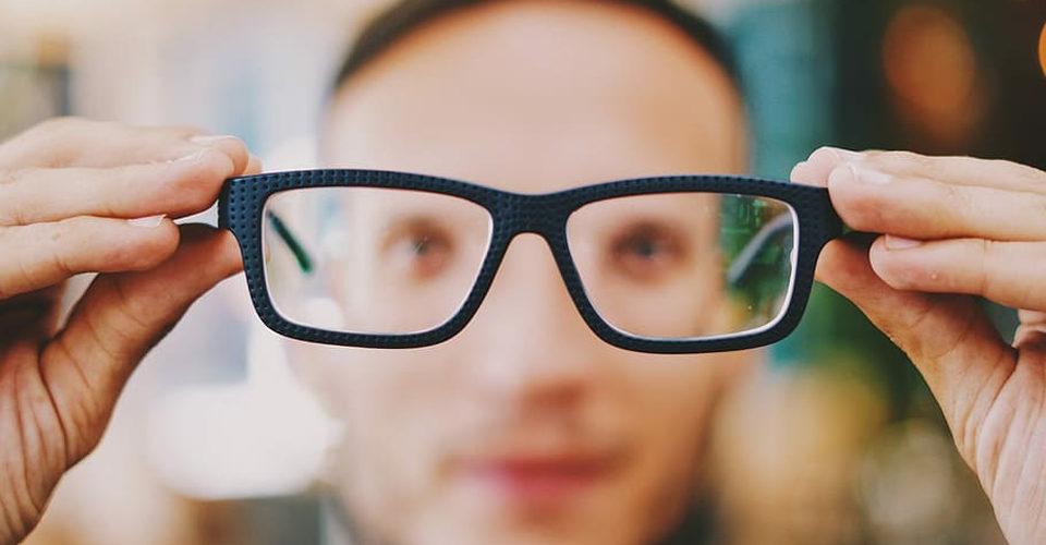 Estos son los lentes que más le favorecen a cada tipo de rostro
