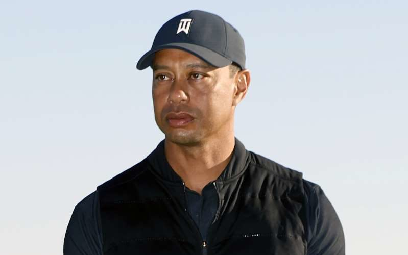 Hospitalizan a  Tiger Woods tras accidente vial en California