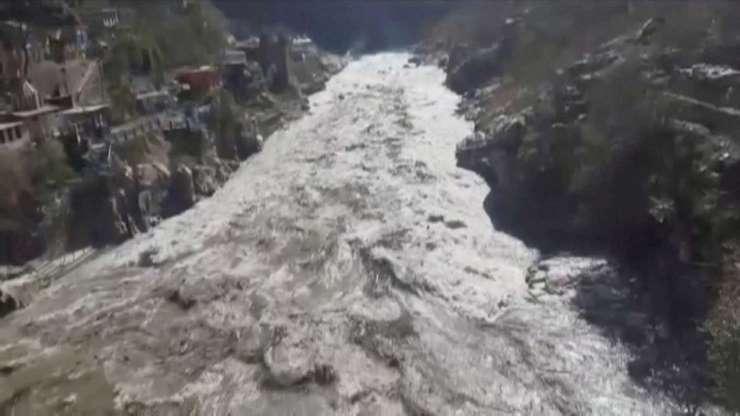 Desprendimiento de glaciar deja 9 muertos y 150 desaparecidos en la India