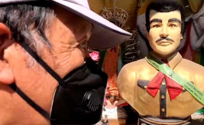 """¡Le rezan a Malverde, """"el santo de los narcos"""", para que libere a Emma Coronel!"""