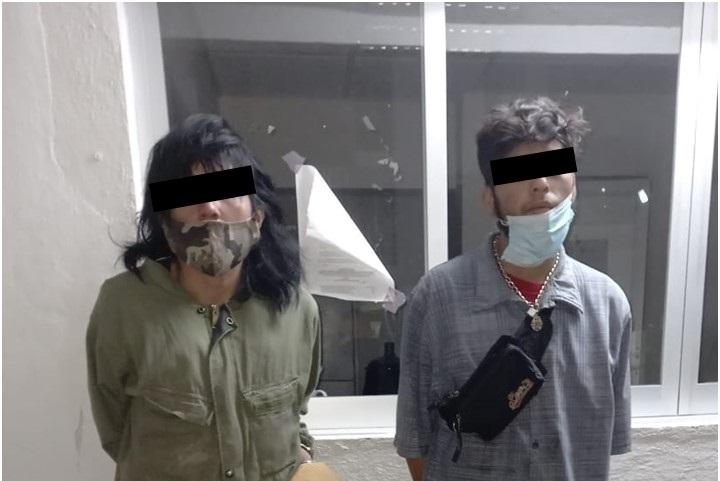 Detienen a Jesús y Patricia por robo de cable y aparatos eléctricos en Bosques del Prado