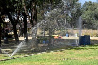 Municipio reutiliza más de 350 mil litros de agua para riego de áreas verdes