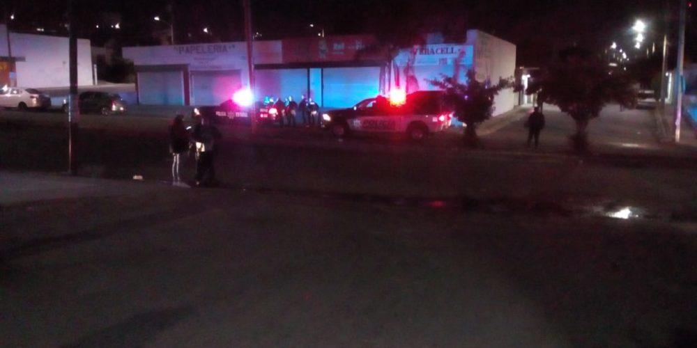 Golpean a policía municipal por detener a ratero en VNSA, el ladrón resultó baleado