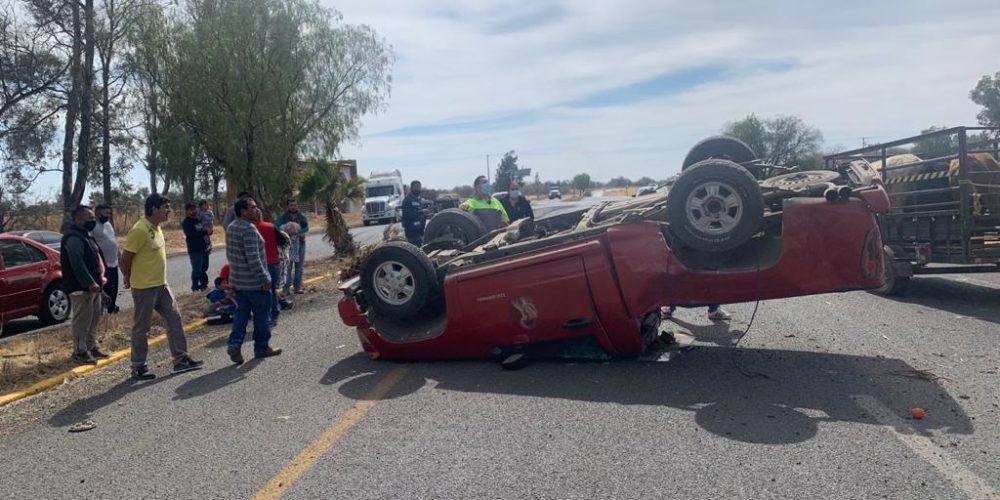 Volcadura en Pabellón de Arteaga deja 4 lesionados