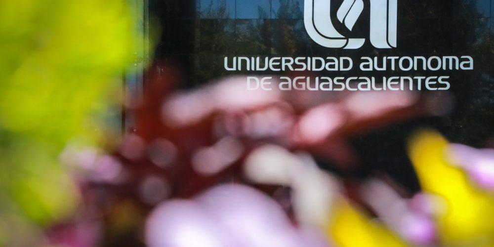 Catedrática de la UAA investiga retos de las escuelas ante contextos vulnerables y de Covid