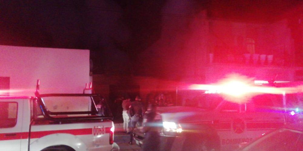 Sofocan incendio de casa abandonada en Pabellón de Arteaga