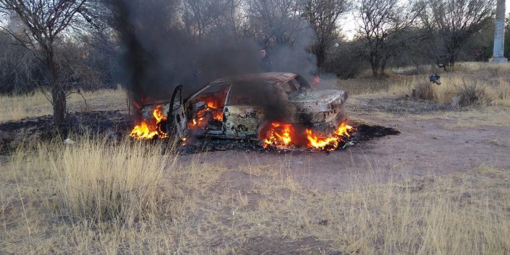 Fuego consume vehículo en Paseos de San Antonio