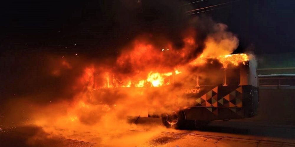 Se incendian dos camiones YOVOY