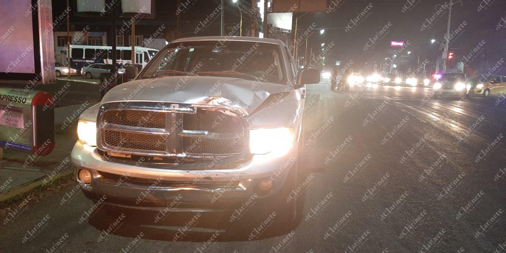 2 heridos graves deja choque de camioneta vs moto en Guadalupe