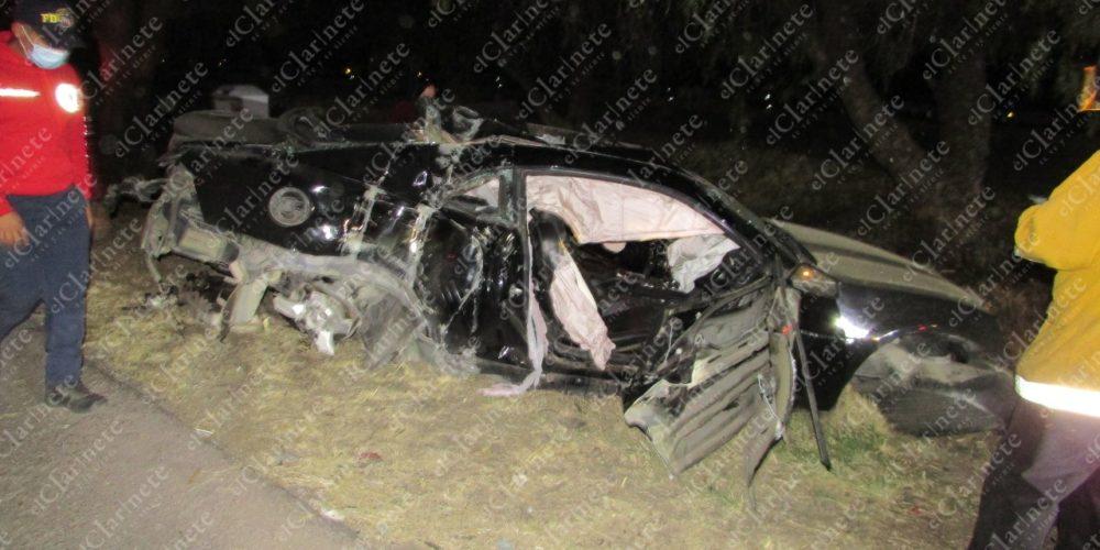 Jóvenes se emborrachan y destrozan su flamante vehículo en la 45 norte