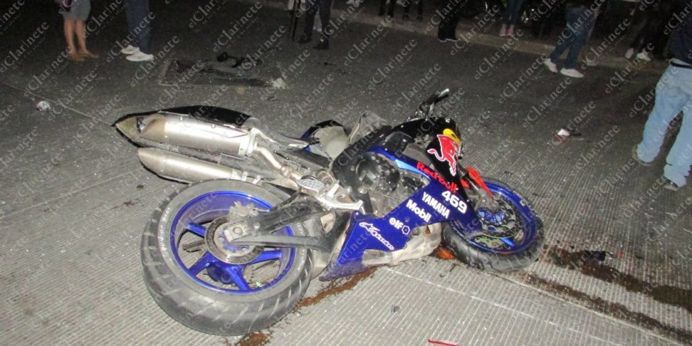 (VIDEO) Queda grave motociclista tras chocar contra taxi en Versalles II