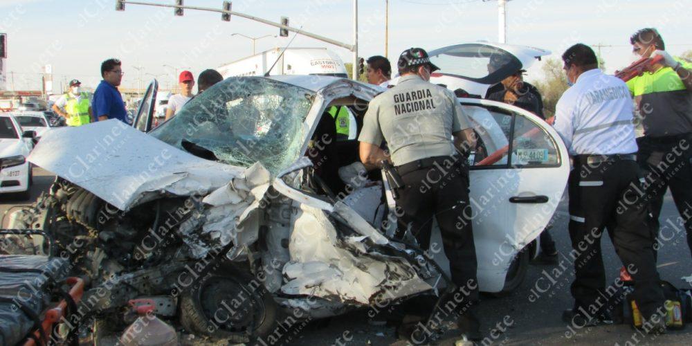 Trailero brinca carriles contrarios, impacta 2 vehículos y deja 3 heridos frente a Paso de Argenta
