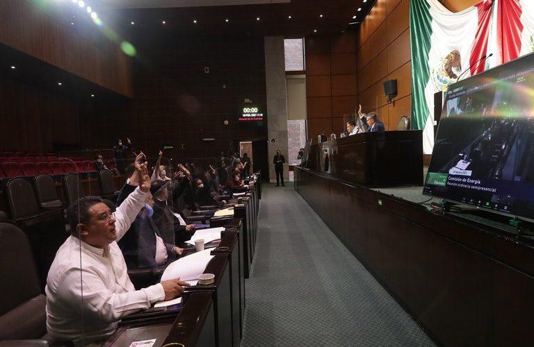 Legisladores avalan la Ley de la Industria Eléctrica enviada por AMLO